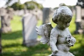 ange dans cimetière