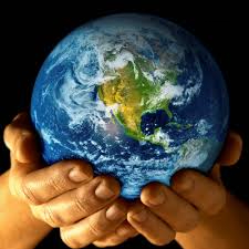 planète entre les mains